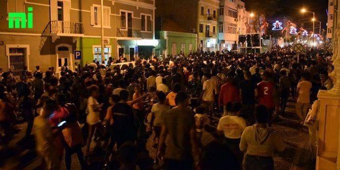 """Montsu saiu na """"arena"""" do Mindelo com milhares de foliões prontos para o Carnaval 2020"""