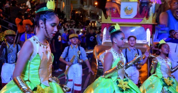 """""""Sonhos Herdados"""": Aposta dos grupos oficiais nas crianças garante futuro do Carnaval do Mindelo"""